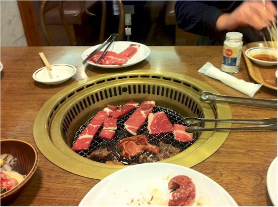 Grill im tisch integriert haus design m bel ideen und for Tisch japanisches design